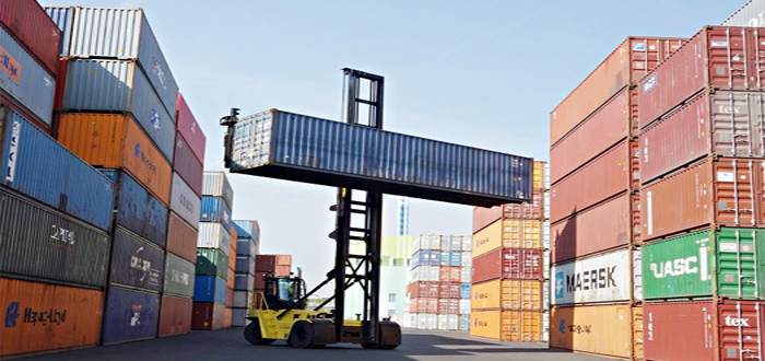 Carbon-neutral container terminal trials Hyster empty container handler .