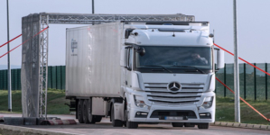 Charging lorries by how far they travel would improve air quality and help reduce congestion and crashes, say campaigners.