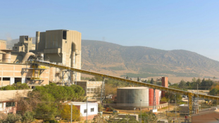 Cement manufacturer relies on Pipe Conveyors for environmentally safe and fast feed of alternative fuels.