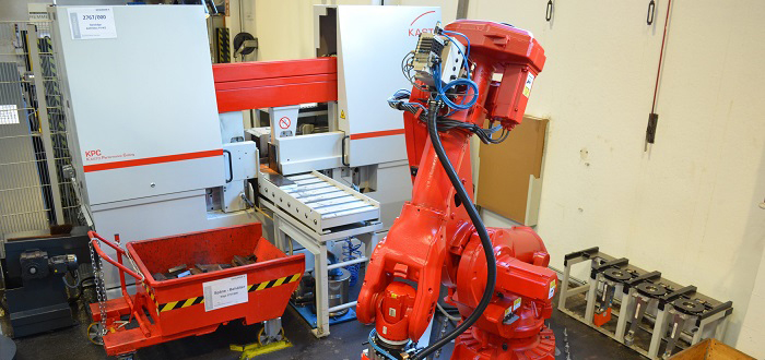 Robot-assisted sawing for greater productivity.
