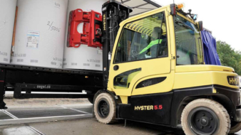 """HYSTER INTRODUCES """"DAMAGE AVOIDANCE"""" SOLUTIONS FOR HANDLING PAPER REELS"""