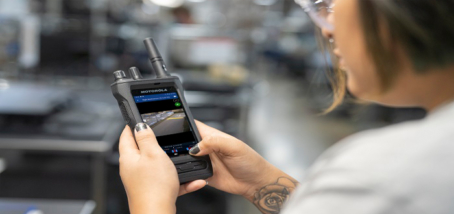 Businesses Gain Unparalleled Collaboration and Productivity with Motorola Solutions' New Smart Radio